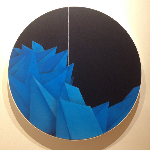 Blue crystalline shaped sprayed on a circle denim canvas by Apexer